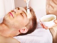 Mężczyzna u kosmetyczki – z jakich zabiegów może skorzystać?